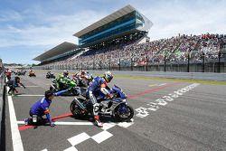 Start: #21 Yamaha: Katsuyuki Nakasuga, Pol Espargaro, Bradley Smith