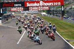 In Führung beim Start: #17 Suzuki: Yukio Kagayama, Noriyuki Haga, Ryuichi Kiyonari