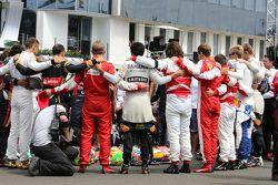 Pilotos durante minuto de silêncio em memória de Jules Bianchi