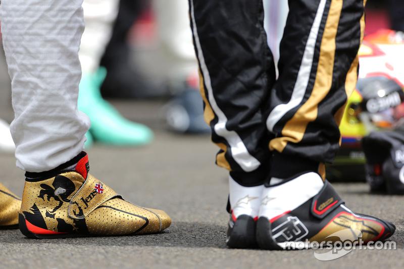 Pilotos durante minuto de silêncio em memória de Jules Bianchi, Jenson Button, McLaren Honda e Pastor Maldonado, Lotus F1 Team