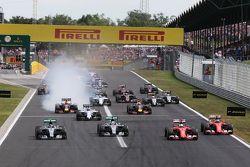 Nico Rosberg, Mercedes AMG F1 W06; Lewis Hamilton, Mercedes AMG F1 W06; Sebastian Vettel, Ferrari SF15-T; et Kimi Raikkonen, Ferrari SF15-T au départ