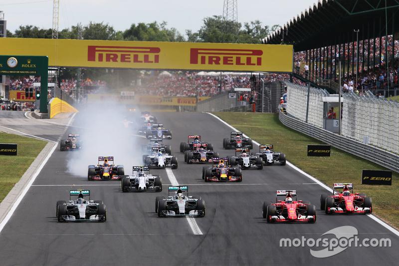 Однако в Венгрии все для Mercedes пошло не так с первых же метров. Оба гонщика стартовали не лучшим образом…