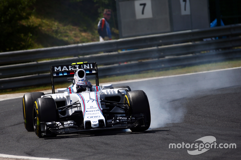 Одновременно Боттас лишился шансов на хороший результат, проколов колесо после контакта с Toro Rosso дебютанта Ф1 Макса Ферстаппена