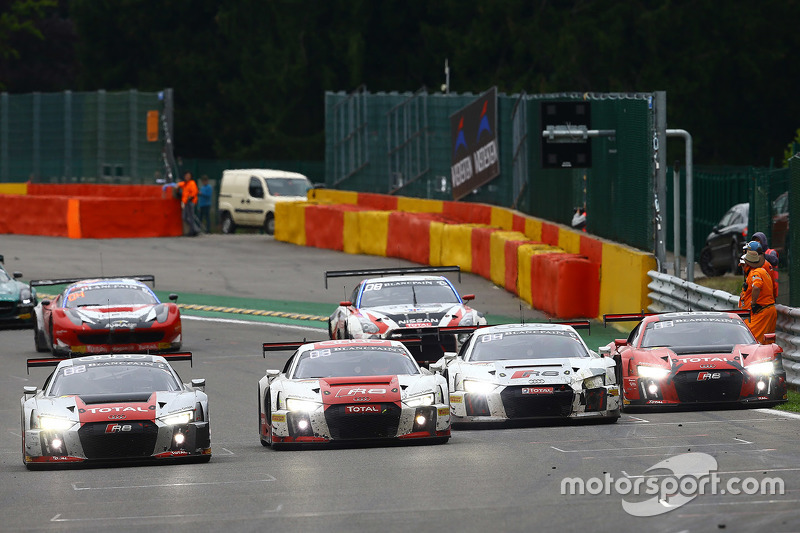 Audi continency lines up for a photo finish