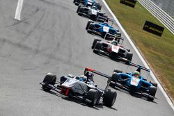 Matthew Parry, Koiranen GP leads Pal Varhaug, Jenzer Motorsport