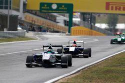 Adderly Fong, Koiranen GP devant Mitchell Gilbert, Carlin