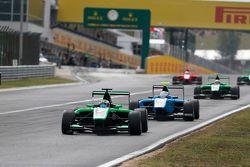Seb Morris, Status Grand Prix leads Matheo Tuscher, Jenzer Motorsport