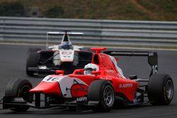 Aleksander Bosak, Arden International devant Zaid Ashkanani, Campos Racing