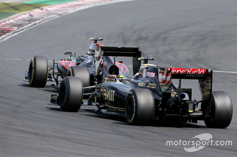 Jenson Button, McLaren Honda; Romain Grosjean, Lotus F1 Team