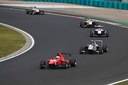 Aleksander Bosak, Arden International lidera a Zaid Ashkanani, Campos Racing