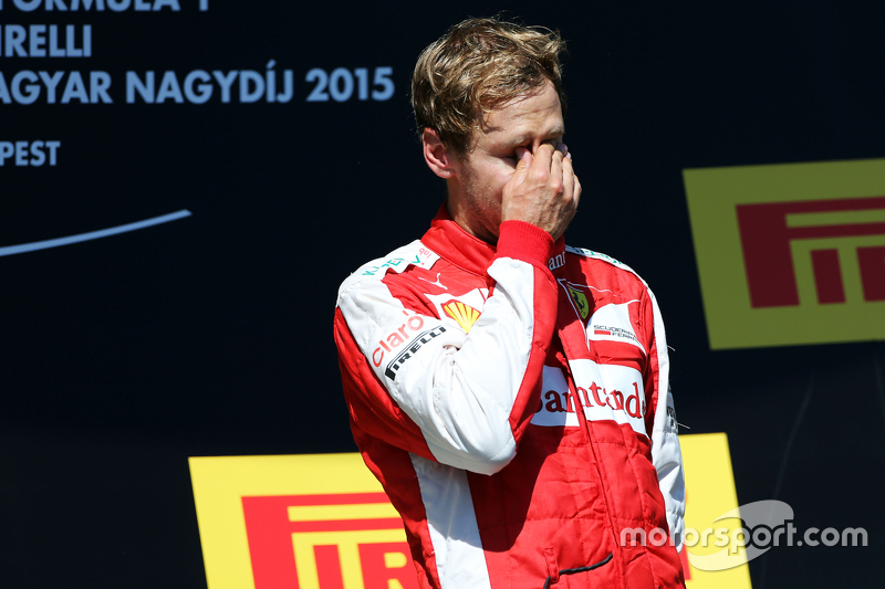 Переможець гонки Себастьян Феттель, Ferrari святкує на подіумі