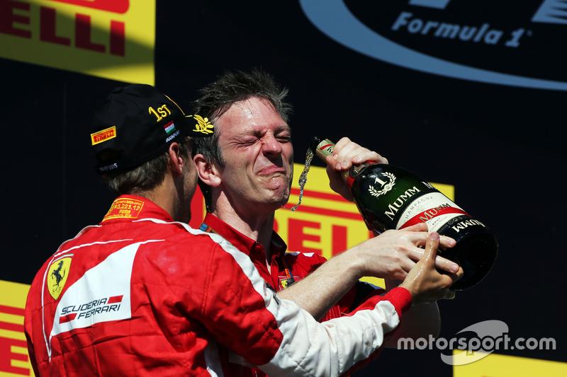 Кстати директором по разработке шасси Ferrari в тот момент работал Джеймс Эллисон. Сейчас он возглавляет технический штаб Mercedes