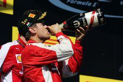 El ganador, Sebastian Vettel, Ferrari, celebra