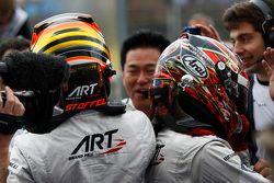 Segundo lugar, Stoffel Vandoorne y el ganador, Nobuharu Matsushita, ART Grand Prix