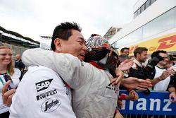Ganador, Nobuharu Matsushita, ART Grand Prix, abraza a Yasuhisa Arai, jefe de Motorsport, Honda