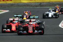 Sebastian Vettel, Ferrari SF15-T, detrás del Safety Car