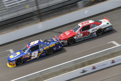 Chase Elliott, JR Motorsports Chevrolet and Ryan Reed, Roush Fenway Racing Ford