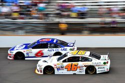 Trevor Bayne, Roush Fenway Racing Ford ve Michael Annett, HScott Motorsports Chevrolet