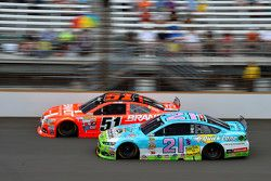 Джастин Алгайер, HScott Motorsports Chevrolet и Райан Блэни, Woods Brothers Racing Ford