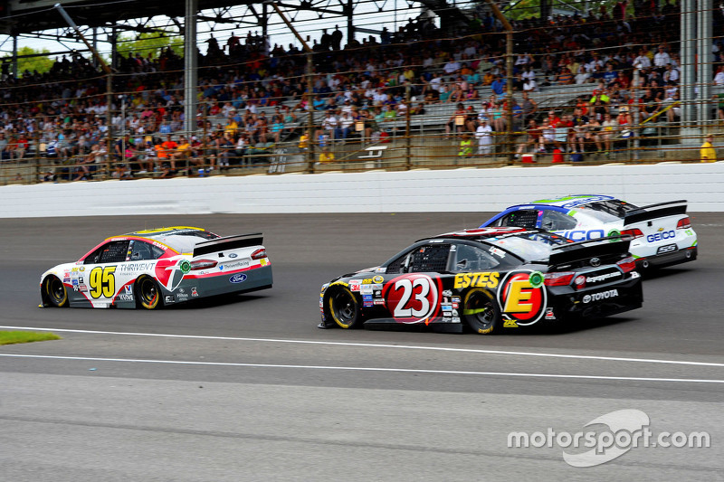 Michael McDowell ve J.J. Yeley, BK Racing Toyota
