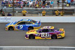 Sam Hornish Jr., Richard Petty Motorsports Ford ve Matt Dibenedetto, BK Racing Toyota