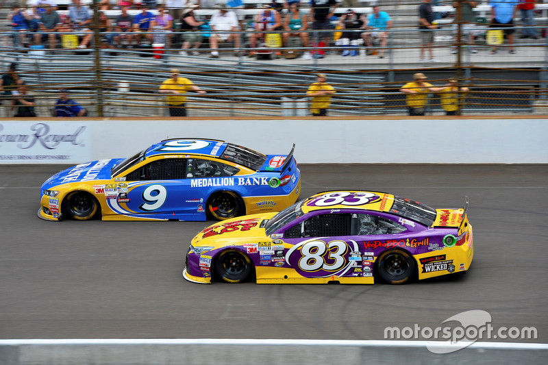 Sam Hornish Jr., Richard Petty Motorsports Ford, dan Matt Dibenedetto, BK Racing Toyota