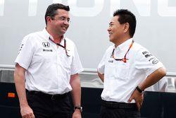 Eric Boullier avec Yasuhisa Arai, McLaren