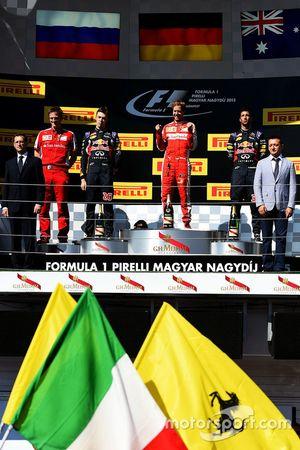 Podium: ganador Sebastian Vettel, Ferrari, segundo lugar Daniil Kvyat, Red Bull Racing, tercer lugar