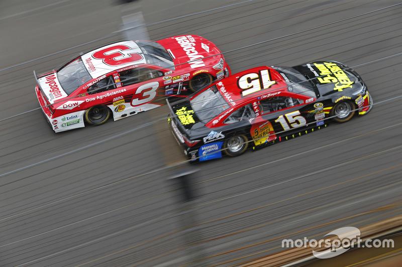 Austin Dillon, Richard Childress Racing Chevrolet dan Clint Bowyer, Michael Waltrip Racing Toyota