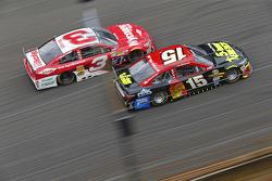 Austin Dillon, Richard Childress Racing Chevrolet y Clint Bowyer, Michael Waltrip Racing Toyota