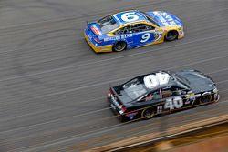 Sam Hornish Jr., Richard Petty Motorsports Ford ve Lveon Cassill, Hillman Circle Sport LLC Chevrolet
