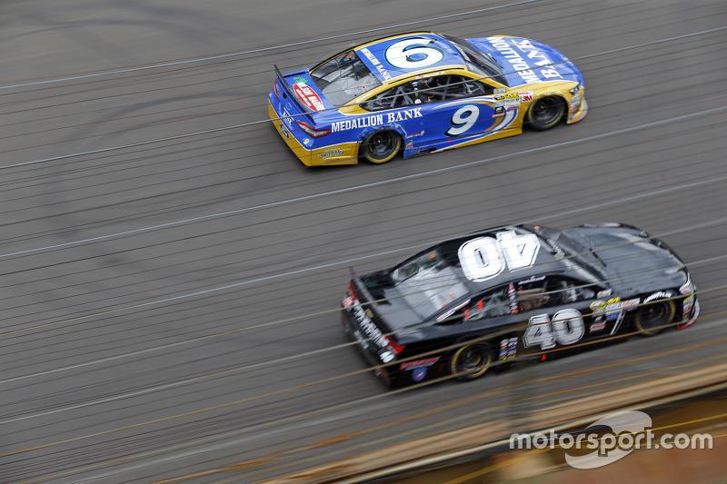 Sam Hornish Jr., Richard Petty Motorsports Ford and Landon Cassill, Hillman Circle Sport LLC Chevrol
