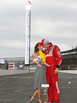 El ganador, Kyle Busch, Joe Gibbs Racing Toyota
