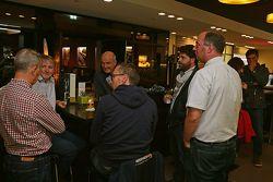 Dr. Wolfgang Ullrich, capo di Audi Sport si gode una birra con i media