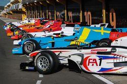 Гоночные автомобили Формулы Acceleration 1