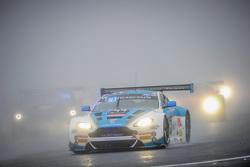 #44 Oman Yarış Takımı Aston Martin Vantage GT3: Daniel Lloyd, Ahmad Al Harthy, Jonathan Adam
