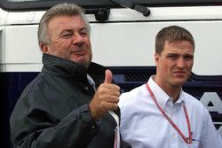 Willi Weber, manajer dari Schumacher bersaudara dan Ralf Schumacher, BMW Williams