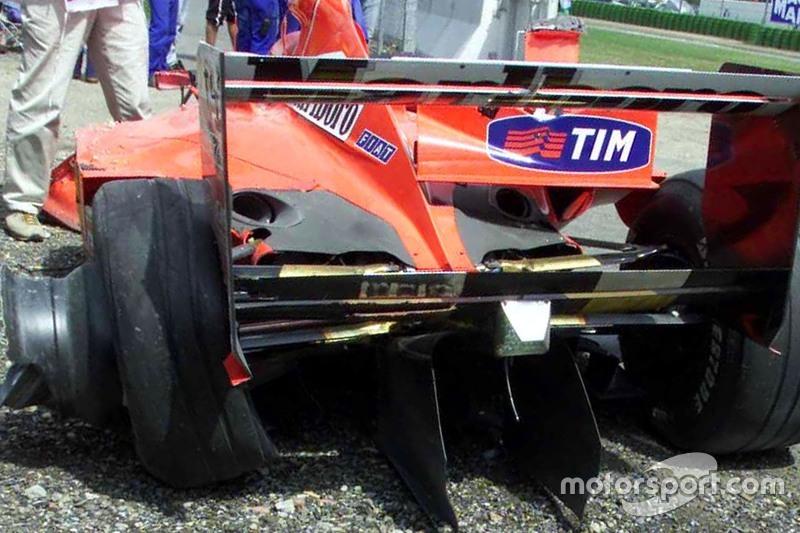 El Ferrari dañado de Michael Schumacher