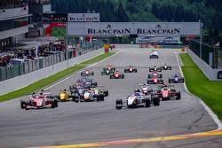 Старт: впереди Макс Дефурни, Strakka Racing
