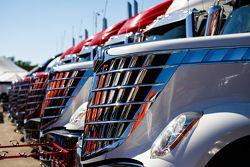 Les camions des équipes