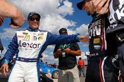 Jamie McMurray, Chip Ganassi Racing Chevrolet y Martin Truex Jr., Furniture Row Racing Chevrolet