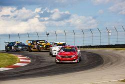 #37 Phoenix American Motorsports Ford Mustang: Kurt Rezzetano dan #38 Kinetic Motorsports/Kia Racing