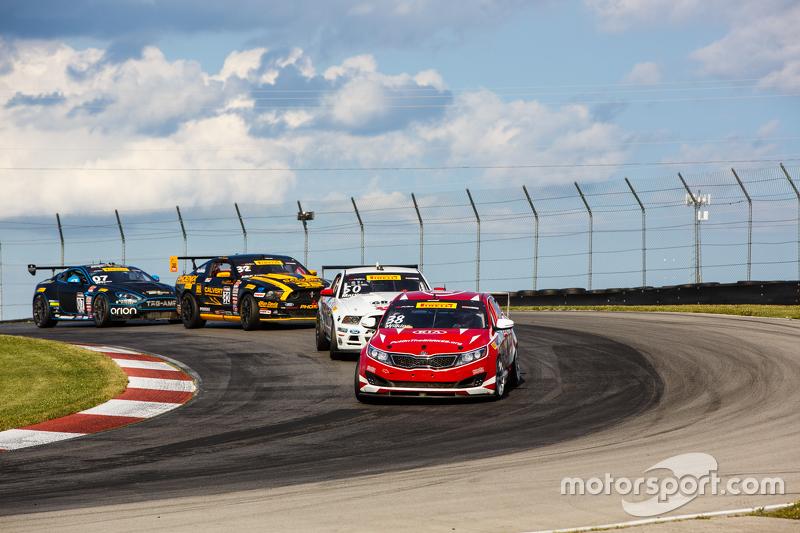 #37 Phoenix American Motorsports Ford Mustang: Kurt Rezzetano dan #38 Kinetic Motorsports/Kia Racing Kia Optima: Mark Wilkins