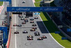 Yarışın startı, Jake Dennis, Prema PowerTeam Dallara Mercedes-Benz taking lead from Felix Rosenqvist