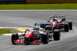 Jake Dennis, Prema PowerTeam Dallara Mercedes-Benz ve Felix Rosenqvist, Prema PowerTeam Dallara Merc
