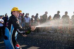 Ganador de la carrera Chaz Mostert, Prodrive Racing Australia Ford