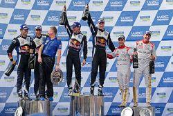 Podium: winnaars Jari-Matti Latvala en Miikka Anttila, Volkswagen Motorsport, tweede Sébastien Ogier