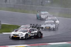 Пол ди Реста, HWA AG Mercedes-AMG C63 DTM едет впереди Нико Мюллера, Audi Sport Team Rosberg Audi RS 5 DTM