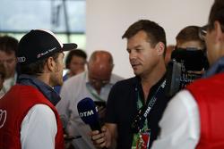 Тимо Шайдер, Audi Sport Team Phoenix Audi RS 5 DTM общается со СМИ после гонки