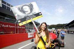La gridgirl d'Antonio Giovinazzi, Jagonya Ayam with Carlin Dallara Volkswagen